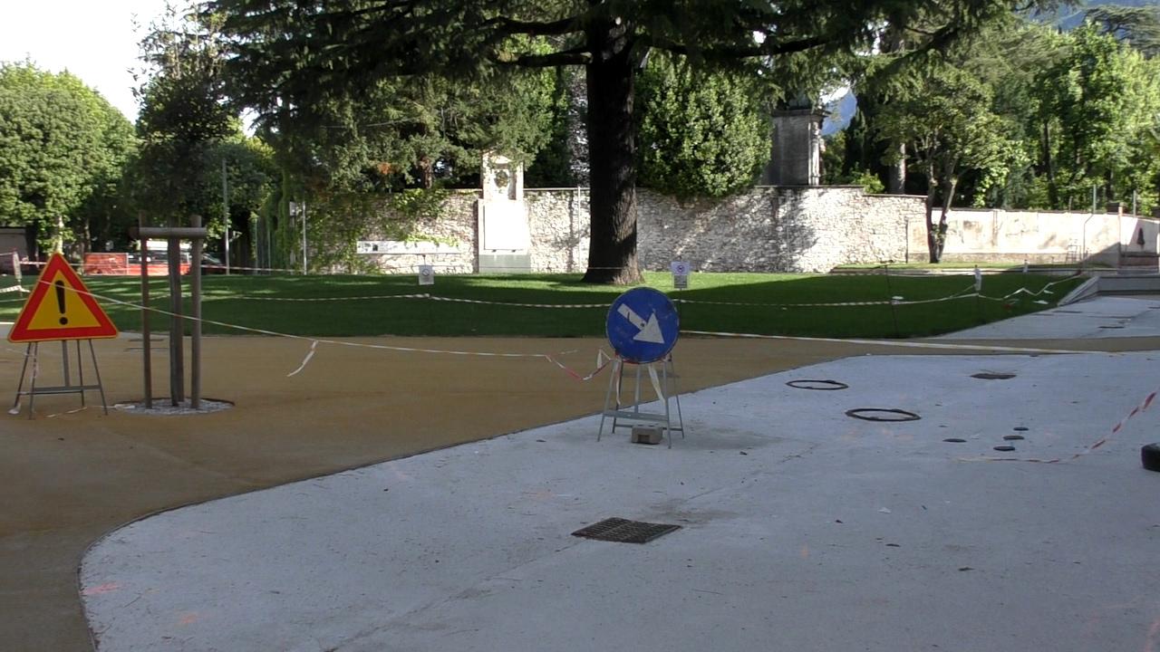 Nuova Piazza Garibaldi Mandello 1