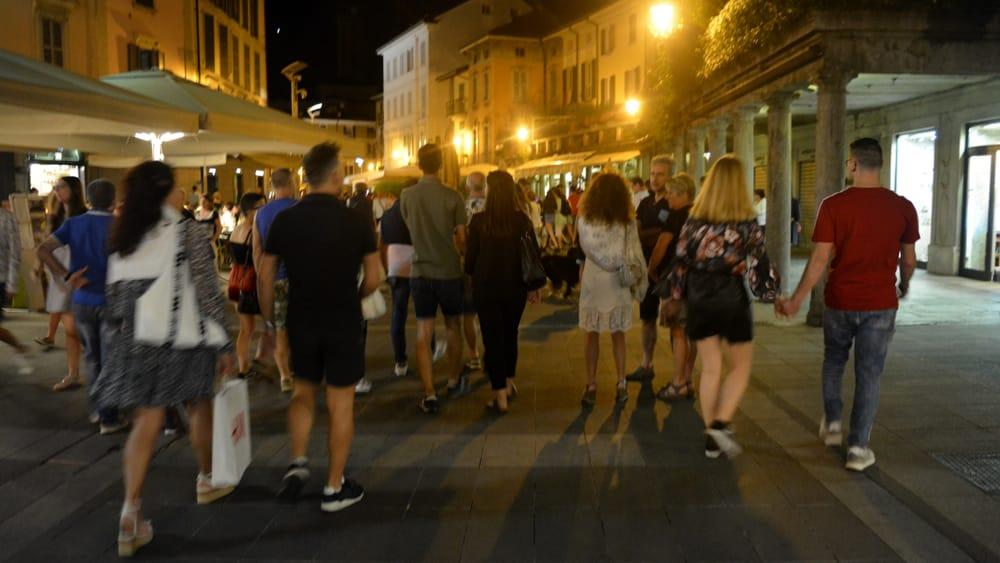 shopping di sera 2019 11 luglio piazza XX settembre2-2