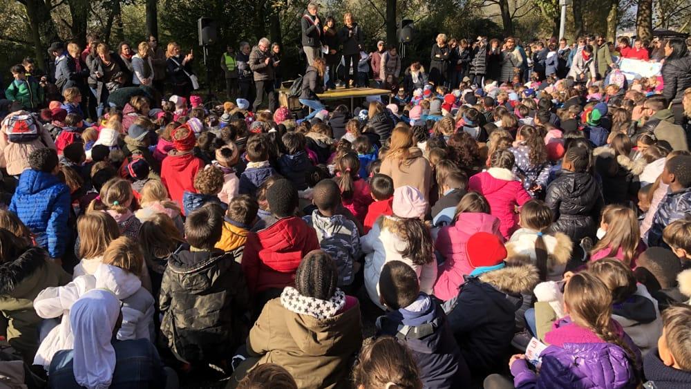 Scuole folla intervento sindaco-2