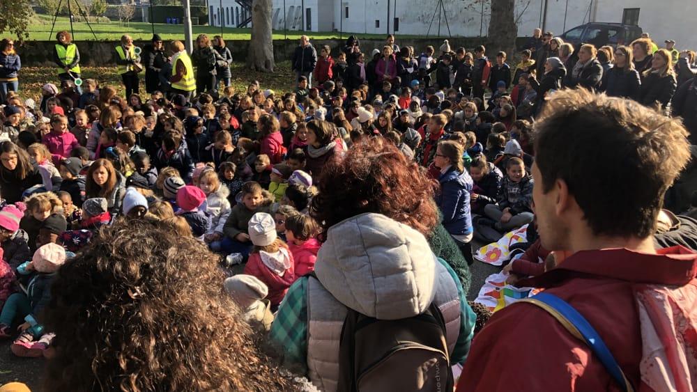 scuole folla-2
