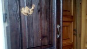 Chiesa vandali porta-2