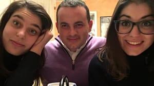 Don Matteo con ragazze-2