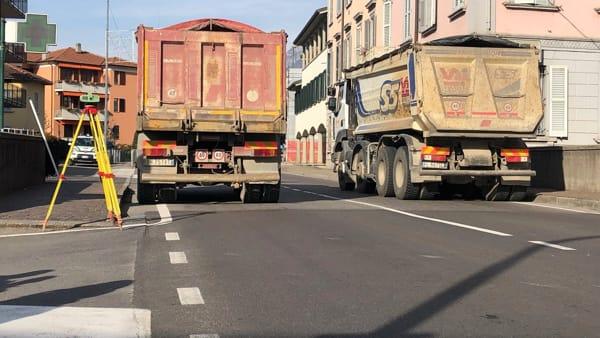 Due camion sul ponte-2