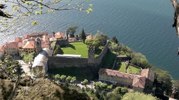 Corenno Plinio - Il castello dall'alto - foto di Davide Vassena-2
