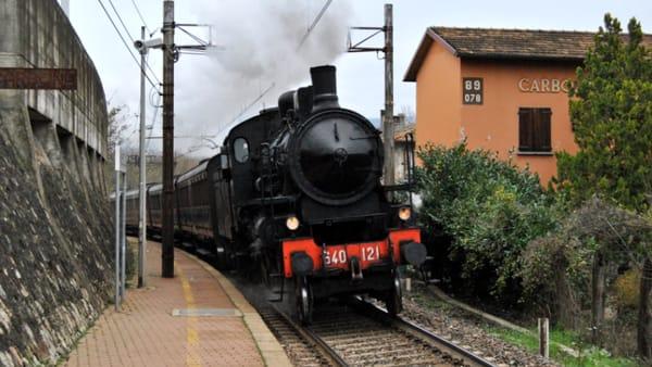 In centinaia a bordo per vivere l'emozione del treno storico