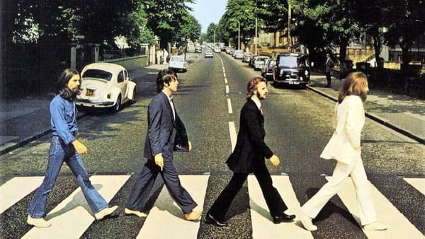 "La mitica copertina di ""Abbey Road"" dei Beatles"