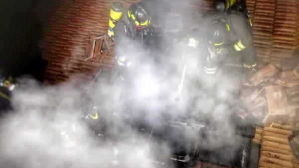 incendio la valletta brianza 16 gennaio 2020 pompieri1-2