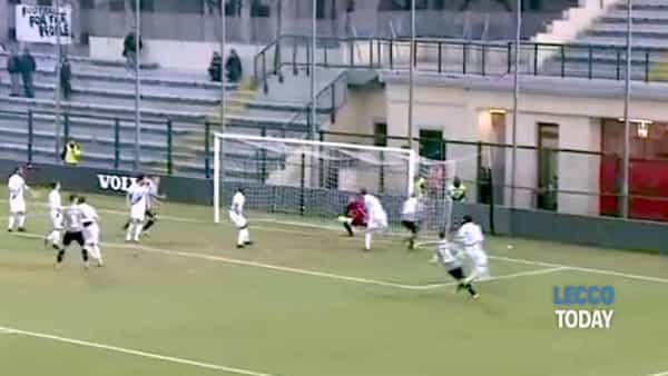 Calcio Lecco punita e derubata ad Alessandria: i grigi vincono anche grazie a un gol fantasma