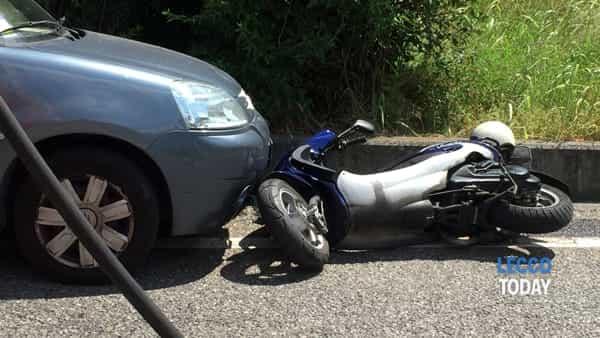 incidente auto moto via dell'eremo (2)-2