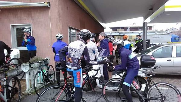 Mandello ciclisti 2-2