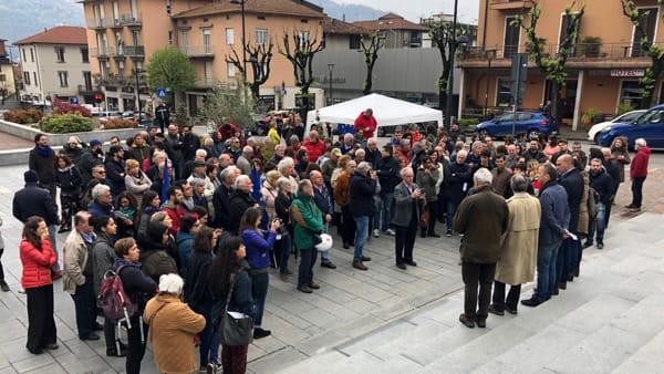 Piazza Calolzio gente-2