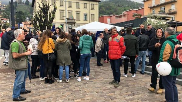 Piazza protesta 3-2