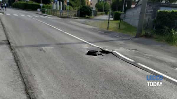 """Valmadrera: """"esplode"""" la strada, chiuso viale Promessi Sposi"""
