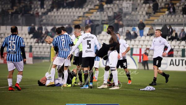 Calcio Lecco, a Vercelli esce solo un pari. Nervi tesi, due espulsi e Carissoni lacero-contuso