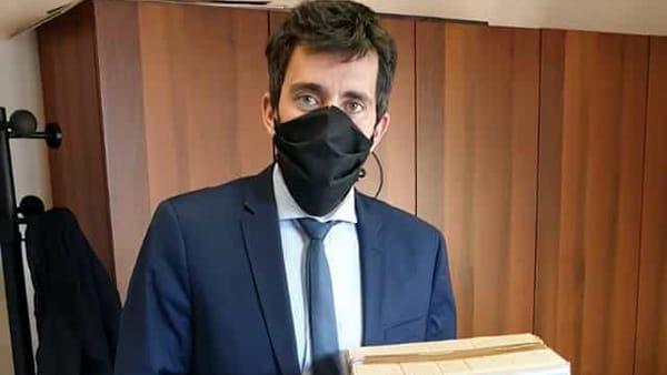Mandello, il sindaco: «Non segnalate sui social ma chiamate le forze dell'ordine»
