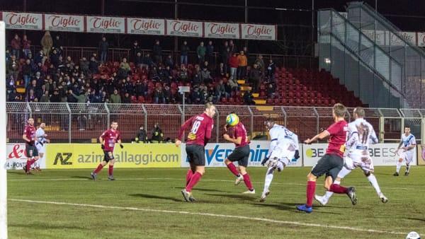 Calcio Lecco, a Pontedera in campo per solo un tempo: Fall firma il vantaggio, De Cenco una tripletta