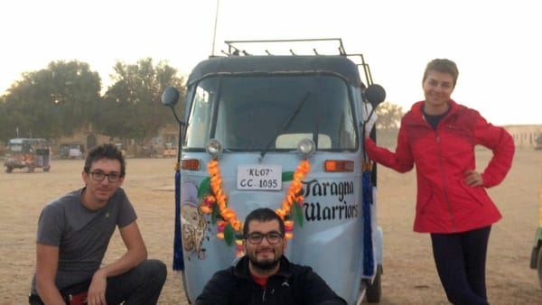 "2500km su un tuk-tuk: i ""Taragna Warriors"" alla ""Rickshaw Run"" per beneficenza"