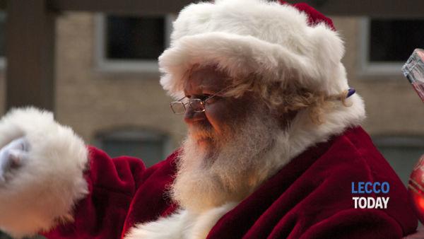 Babbo Natale Wikipedia.In Brianza Babbo Natale E Gli Elfi Consegnano I Regali A Casa
