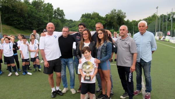Lorenzo Carta premiato come miglior giocatore dai famigliari e gli amici di Fabio Valsecchi-2