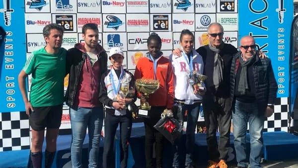 Mezza maratona Lecco podio femminile-2