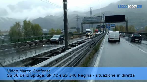 Incidente sulla Statale 36: camion perde il carico, traffico in tilt
