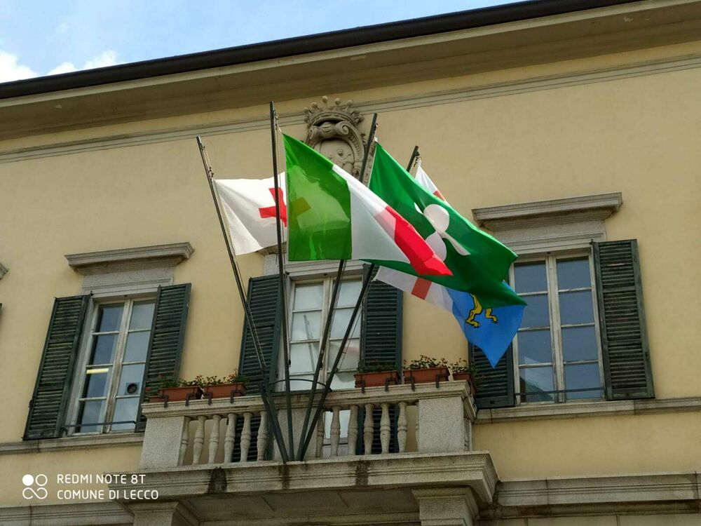 Giornata mondiale della Croce rossa: esposta la bandiera in Municipio